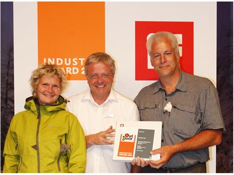 Peter-And-Eva-askulv-receiving-GOLD-award-1.jpg